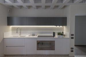 cucina-dettaglio-appartamento-anice-design-lusso-grigio-bianco-venezia-palazzo-morosini