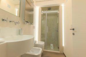 bagno-appartamento-mirto-doccia-lavandino-venezia-palazzo-morosini