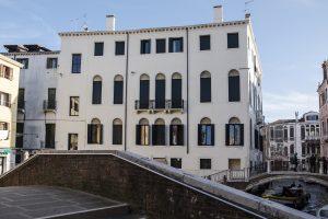 venezia-palazzo-morosini-esterno-facciata-storico-ponte-san-polo-sestiere-vaporetto