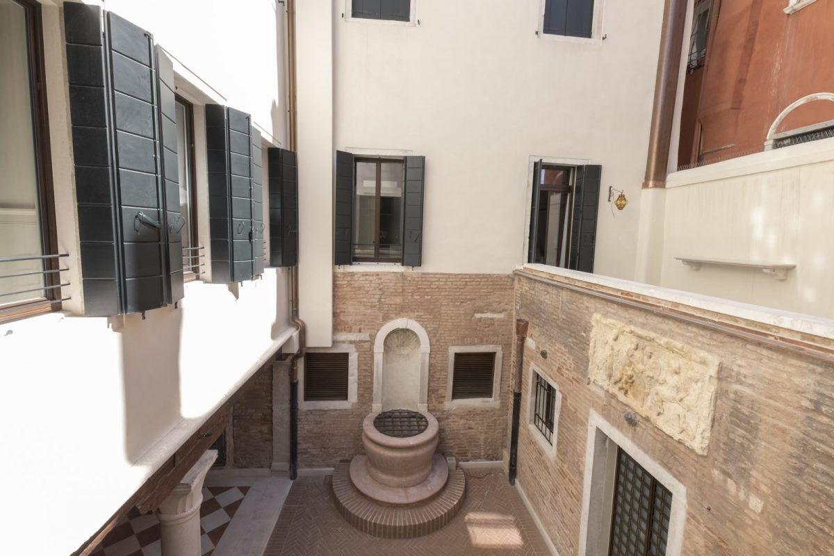 corte-interna-vista-appartamento-cayenna-venezia-palazzo-morosini-chiostro