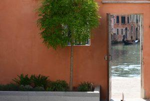 dettaglio-giardino-palazzo-morosini-gondola-venezia-canale-cortile