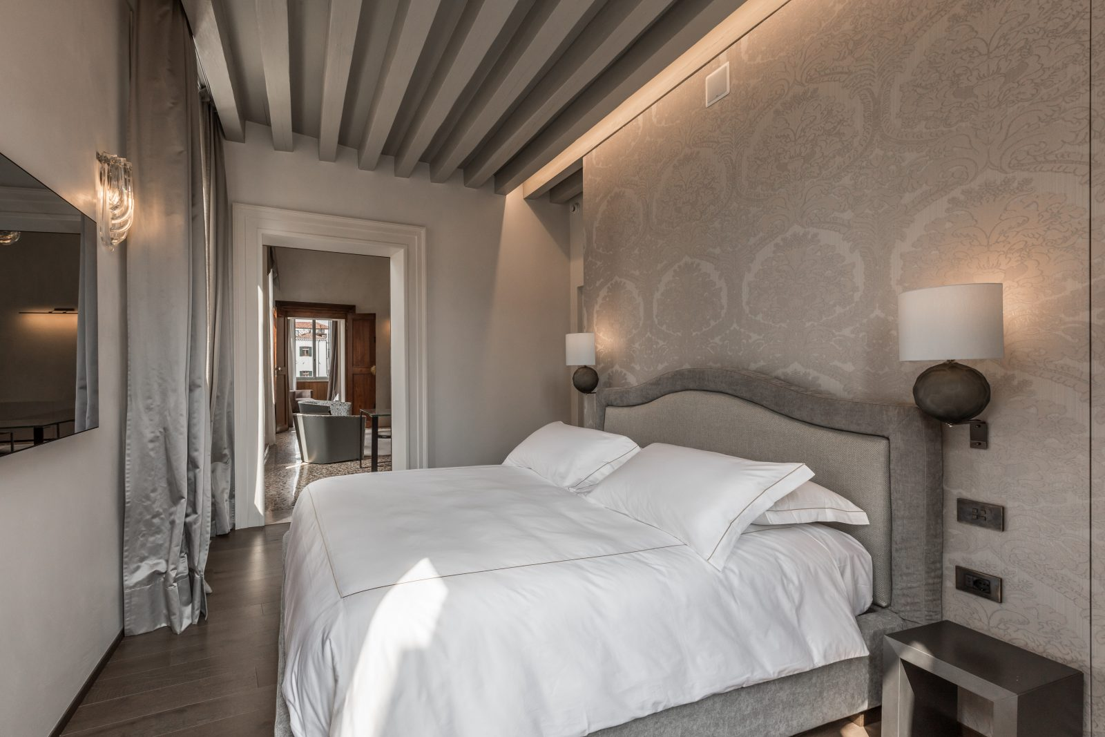 camera-letto-lusso-appartamento-anice-matrimoniale-design-interni-venezia-palazzo-morosini