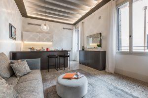 soggiorno-salotto-appartamento-rafano-prospettiva-mobili-divano-relax-design-interior-lusso-venezia-palazzo-morosini