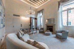 soggiorno-appartamento-anice-prospettiva-divano-lusso-relax-design-arredamento-venezia-palazzo-morosini