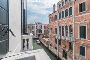esterni-palazzo-morosini-finestra-canale-venezia-vista