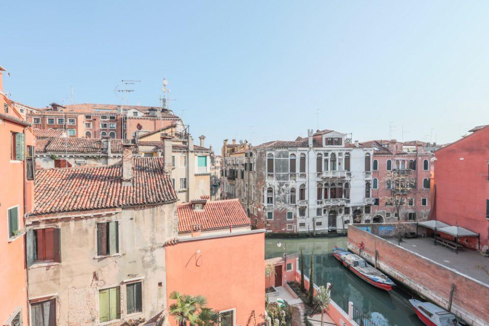 vista-appartamento-rabarbaro-esterni-venezia-finestra-palazzo-morosini