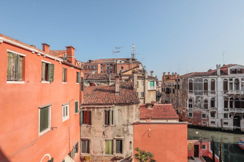 vista-appartamento-rabarbaro-esterni-venezia-palazzo-morosini-finestra